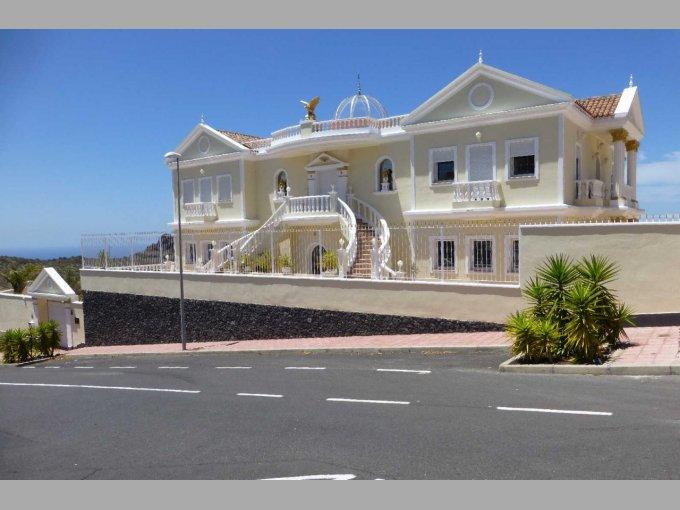 Magnificent Villa in Torviscas Alto, Tenerife