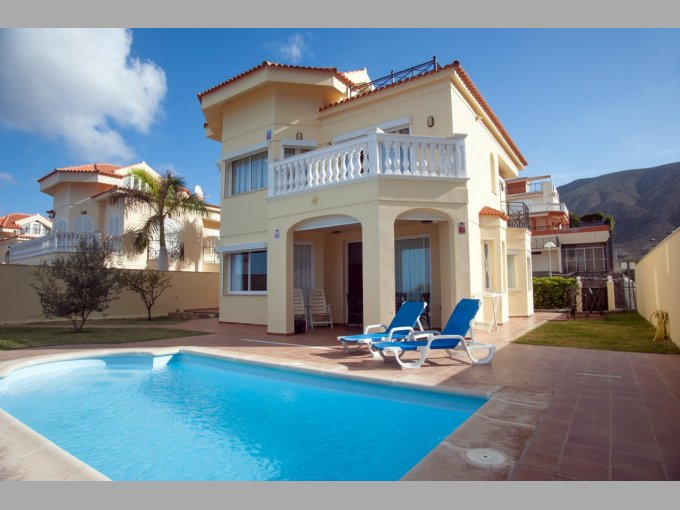 Front Line Villa in Parque Tropical, Tenerife