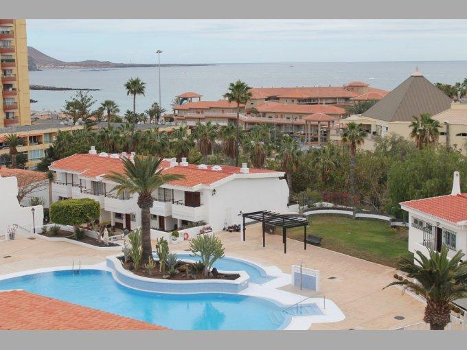 Penthouse for sale in el paso playa de las americas for The garden pool el paso