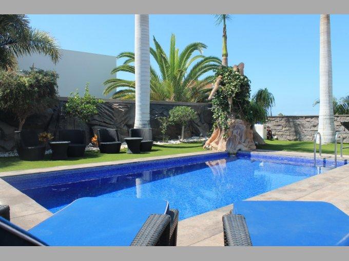 Villa in Oasis Del Duque, Tenerife