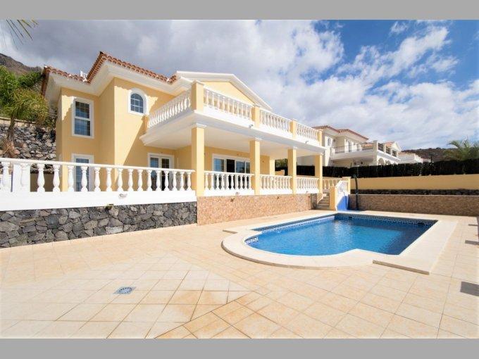 Villa in Torviscas Alto, Tenerife