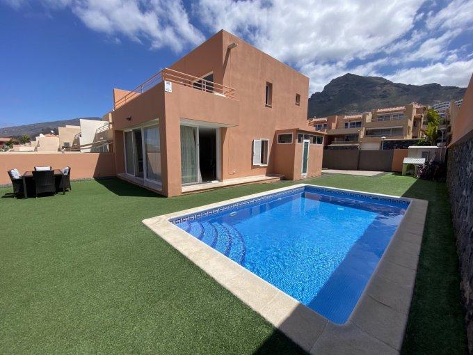 Semi-detached Villa in Los Girasoles, Tenerife