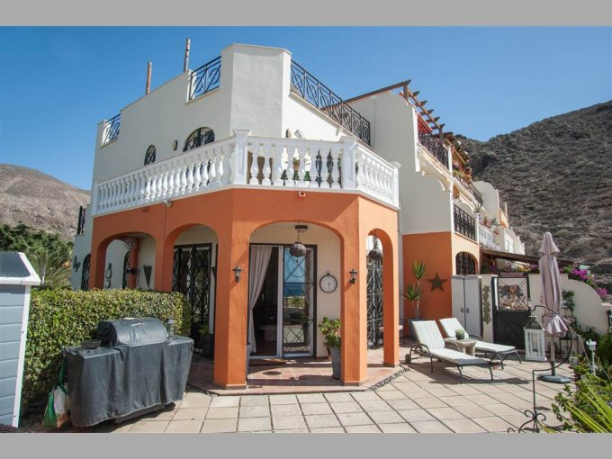 Corner Townhouse in Parque Tropical 3, Tenerife